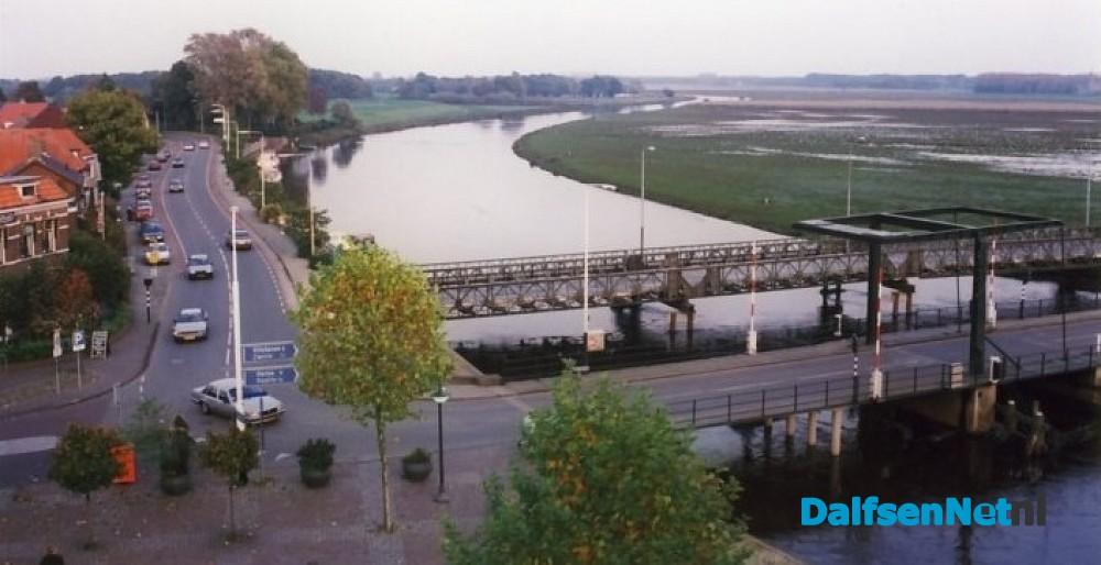 Noodbrug over de Vecht | DalfsenNet: https://www.dalfsennet.nl/nieuws/244952/noodbrug-over-de-vecht.html