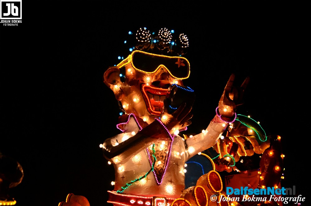 16000 mensen bezoeken verlichte optocht lemelerveld foto johan bokma