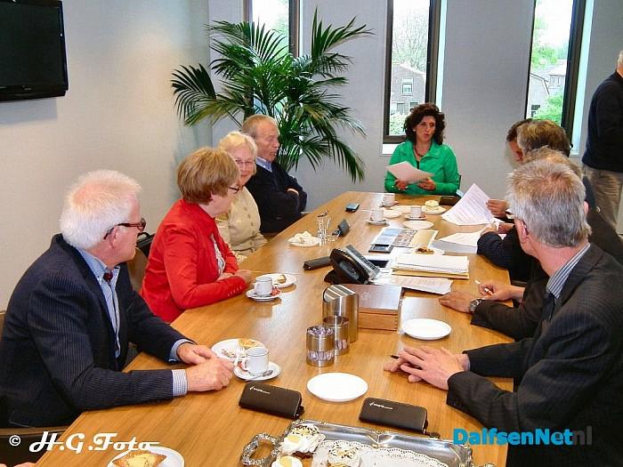 Ondertekening contract aanpassing gevels Burg.v Bruggen plein. - Foto: H.G. Foto