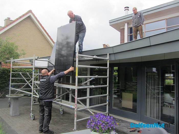 Eerste zonnepanelen door Nieuwleusen Synergie geplaatst