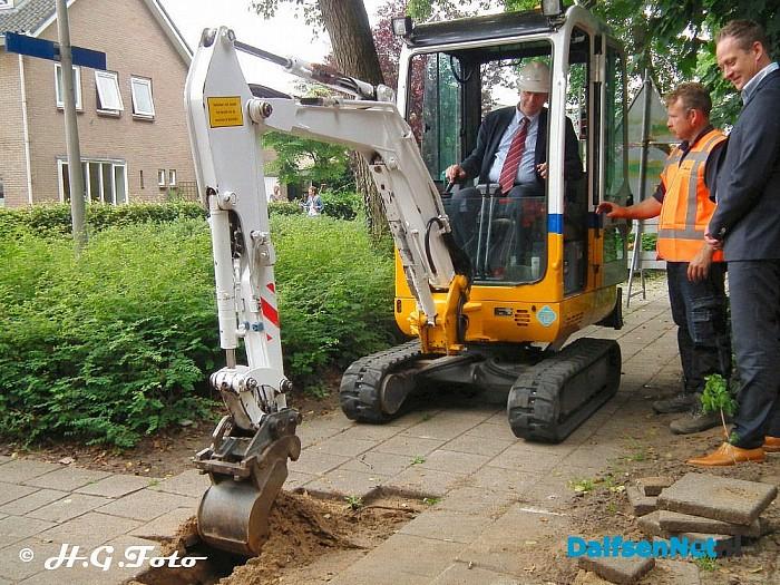 Starthandeling aanleg van het glasvezelnetwerk - Foto: H.G. Foto