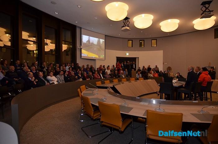 Gezellig druk in gemeentehuis - Foto: Johan Bokma