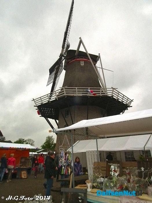 Voorjaarsmarkt bij molen Massier. - Foto: H.G. Foto