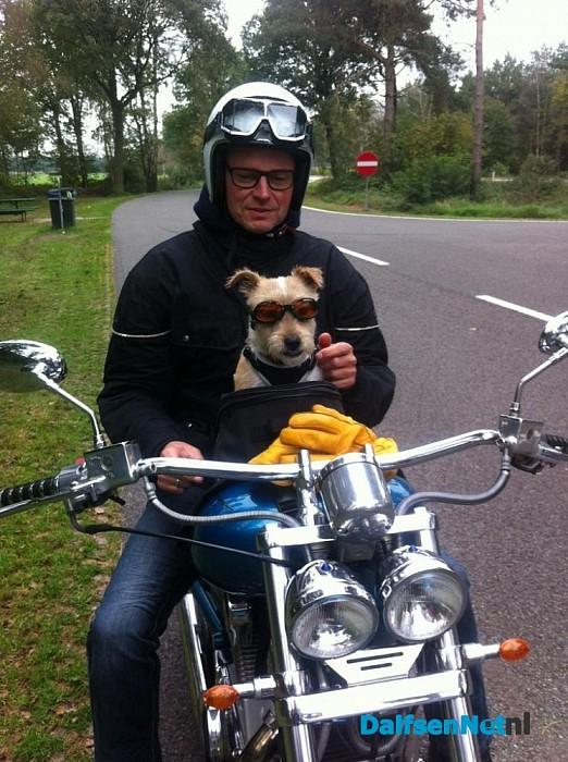 Motorrijder zonder helm staande gehouden