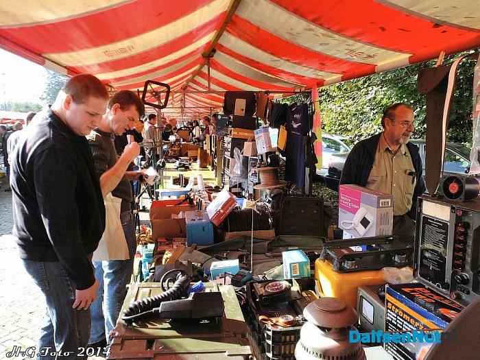 Radio-onderdelenmarkt - Foto: H.G. Foto