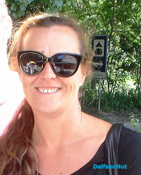 Paula-Jan Schrijver (Australië) haalt reclamebord op