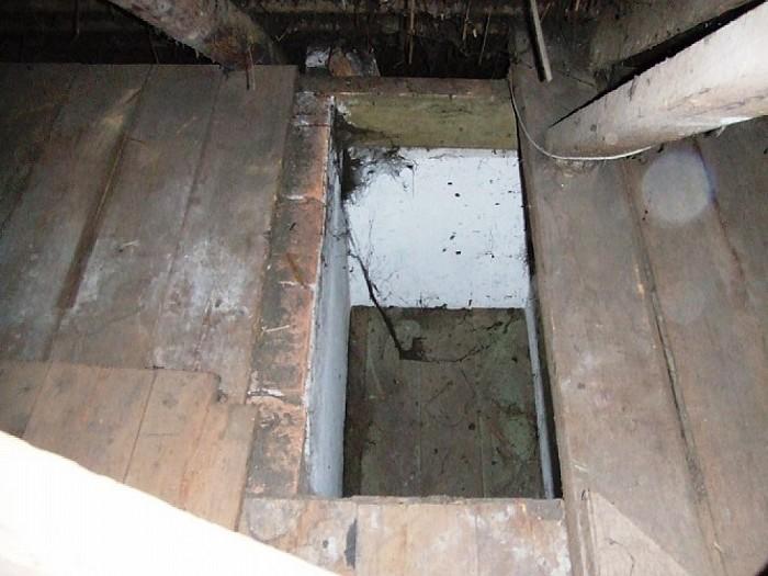 Ruimte voor onderduikers in een boerderij ontdekt - Foto: Wim