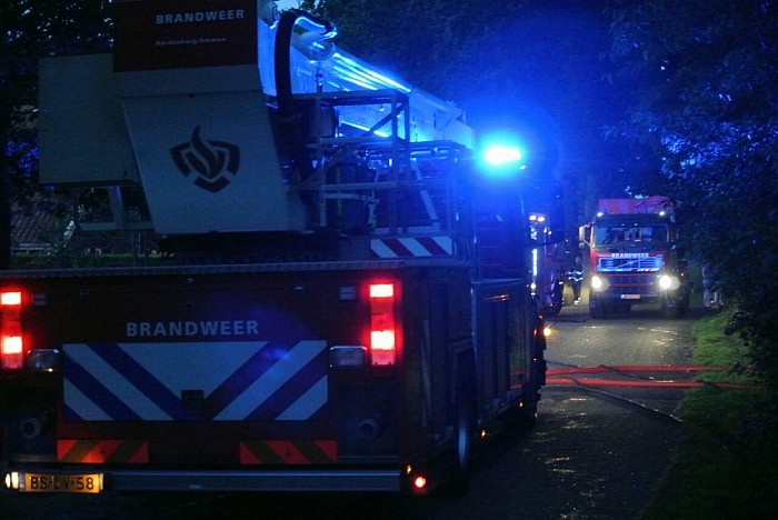 Brandweer Dalfsen rukt uit voor grote brand Lemele - Foto: Niels Jansen