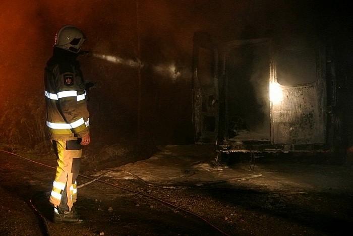 Geen geweerschoten maar auto in brand Heinoseweg - Foto: Niels Jansen
