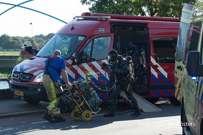 Update 2 Auto te water bestuurder ernstig gewond afgevoerd