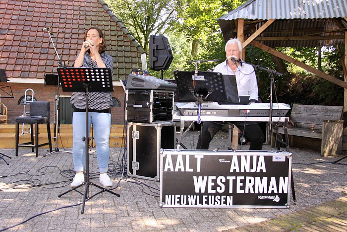 Aalt en dochter Anja treden op: markt Lemele - Foto: eigen geleverde foto