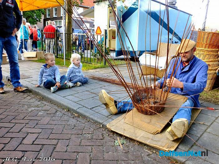 Oud Hollandse markt Lemele, er volgen er nog 2 - Foto: H.G. Foto