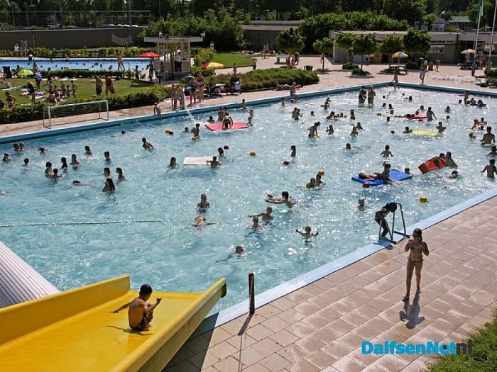 Zwembaden langer open - Foto: Ingezonden foto