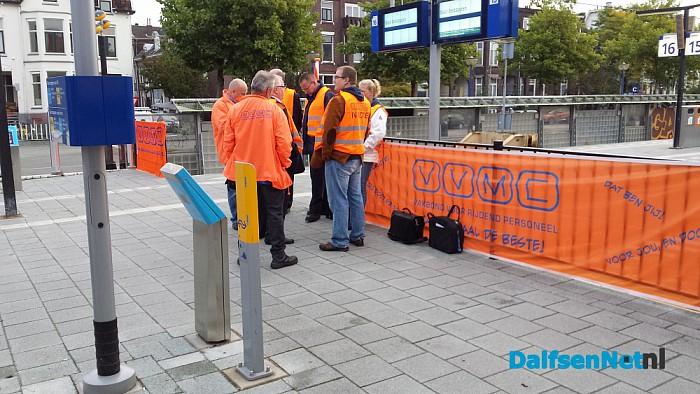 Drukte op station Zwolle door stroomstoring. - Foto: Bert