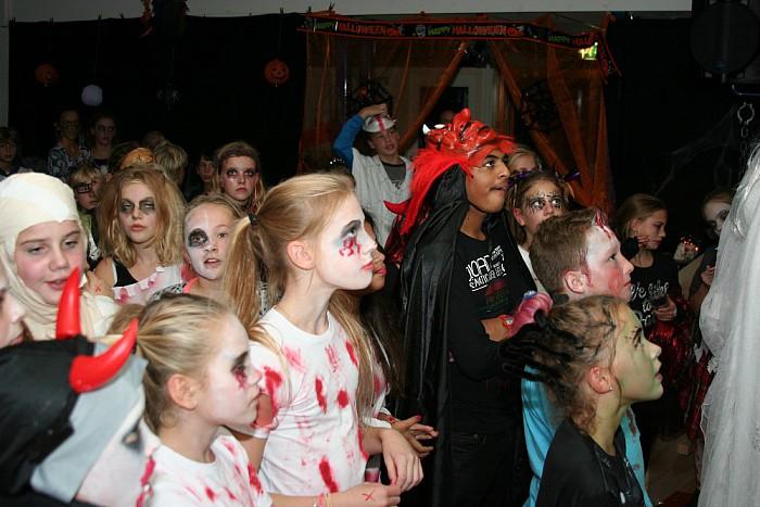 Schoolkinderen griezelen met Halloween - Foto: eigen geleverde foto