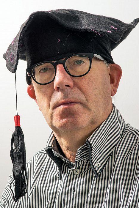 Man met hoofddeksel - Foto: Paul Scholten
