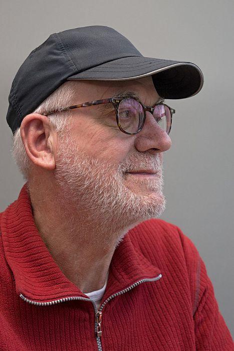 Man met hoofddeksel Wim Niens - Foto: Paul Scholten