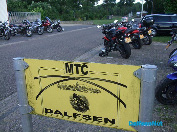Oranje toertocht voor motoren bij MTC Dalfsen