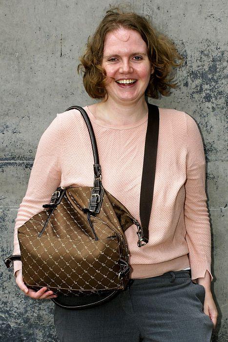 Vrouw met tas: Lindi Berghuis - Foto: Paul Scholten