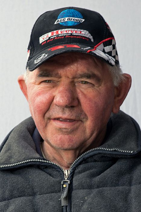 Man met hoofddeksel: Henk Nijeboer - Foto: Paul Scholten