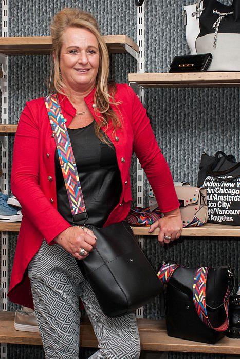 Vrouw met tas: Marjon Marsman - Foto: Paul Scholten
