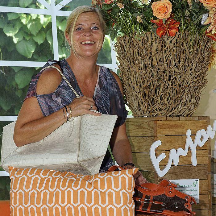 Vrouw met tas: Dit keer Saskia Bekedam - Foto: Paul Scholten