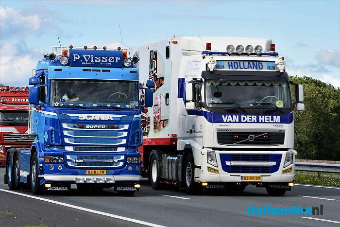 Publiek geniet langs A28 van uittocht Truckstar Festival - Foto: Johan Bokma