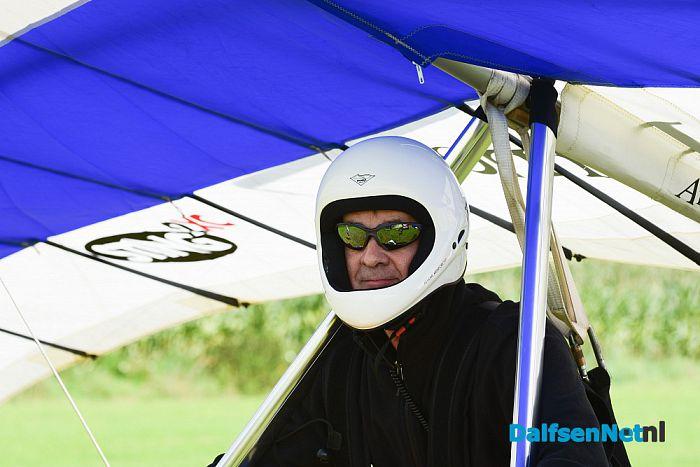 Deltavliegers bij Aero Club Salland te Lemelerveld - Foto: Johan Bokma