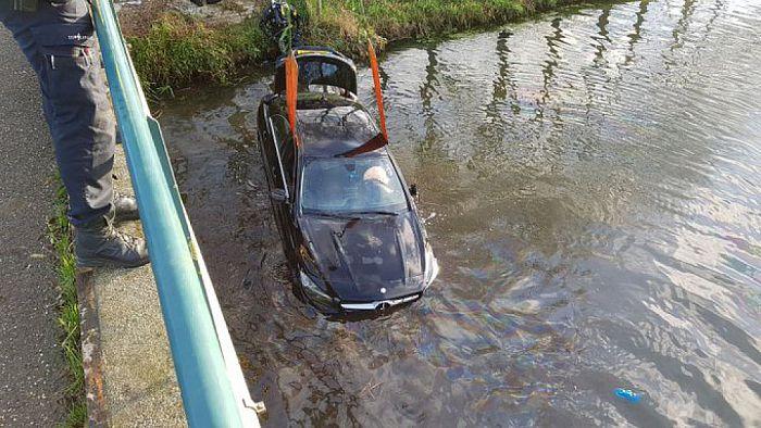 Automobilist mist brug - Foto: Politie