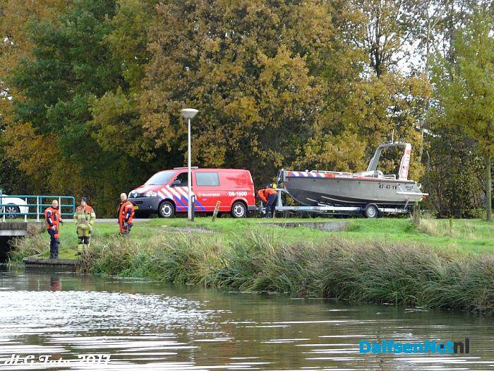 Brandweer Lemelerveld op zwanenjacht. - Foto: H.G. Foto