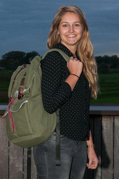 Vrouw met tas: Nu Mathilde Korterink - Foto: Paul Scholten