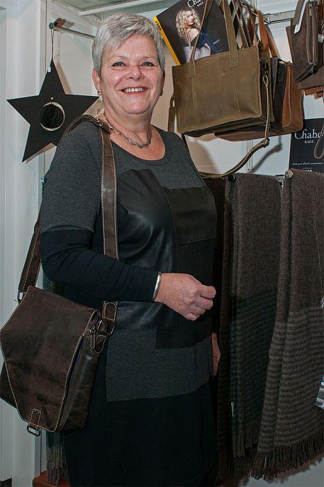Vrouw met tas: Jannette van Eerbeek - Foto: Paul Scholten