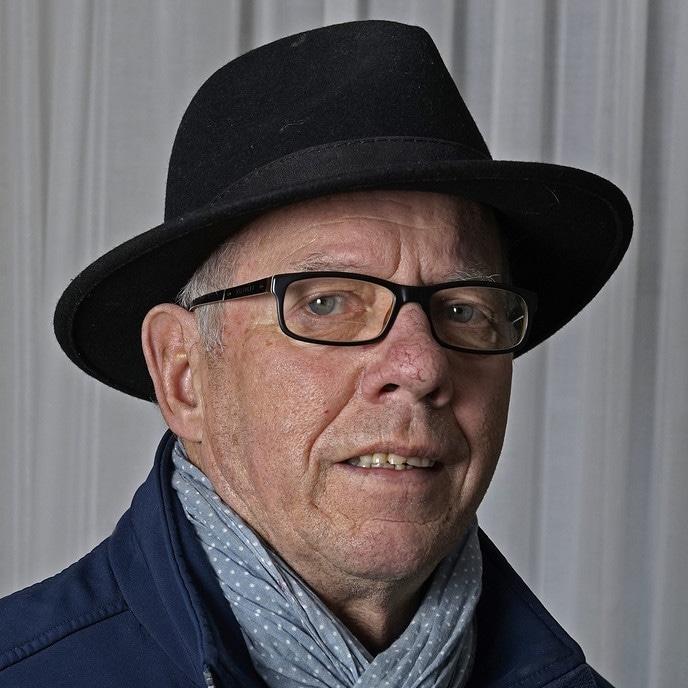 Man met hoofddeksel en een bijzonder hobby: Rikus - Foto: Paul Scholten