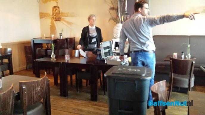 Voorbereidingen bij stembureau Het Oude Station