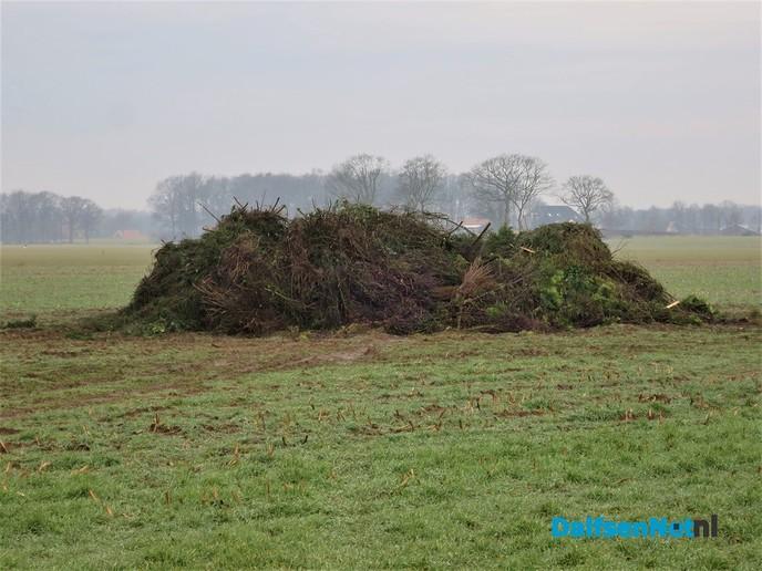 Inzamelen hout voor Paasvuur weer gestart. - Foto: Wim