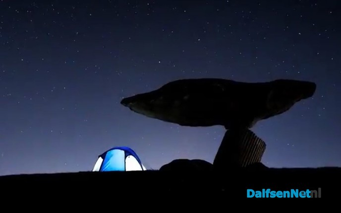 Bijzondere sterrenhemel boven Zwevende Steen - Foto: Ingezonden foto