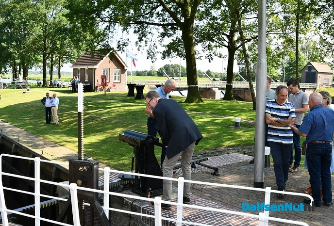 Schutsluizen in Vecht na renovatie weer geopend - Foto: Johan Bokma