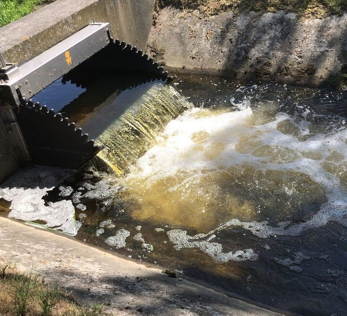 Wateraanvoer om sloten op peil te houden - Foto: eigen geleverde foto