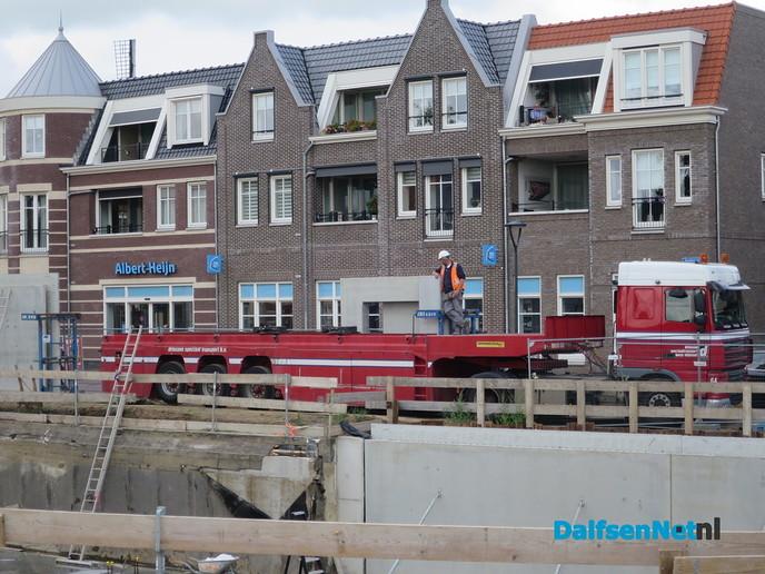 Mammoet voor een klein klusje in Dalfsen - Foto: Wim