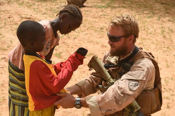 Jeugd in dorpje Mali voetbalt in tenues van SV Dalfsen