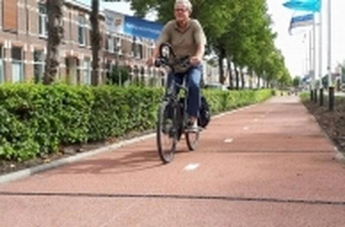 Dalfsenaar over plastic fietspad - Foto: eigen geleverde foto