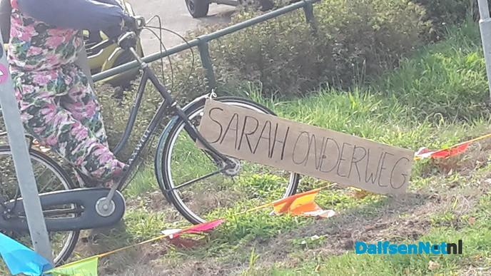 Waar fietst Sarah naar toe? - Foto: Ingezonden foto