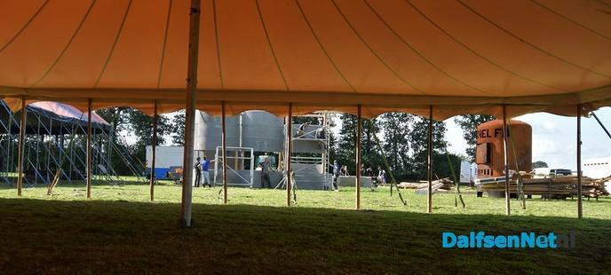 De pruttel eempies kloarmaken bie de Kachel FM - Foto: Johan Bokma