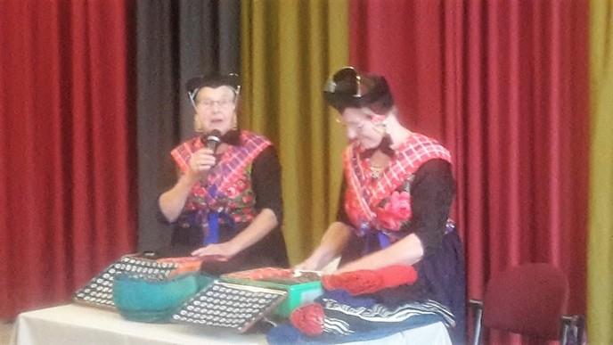 Staphorster zussen te gast bij de Zonnebloem - Foto: eigen geleverde foto