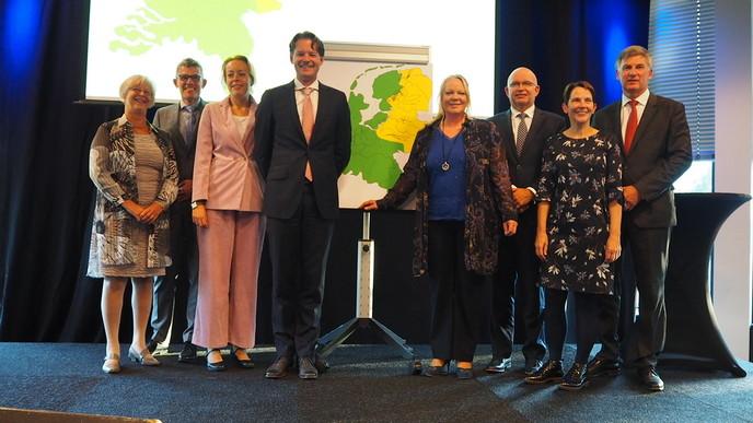 Rijk en regionale overheden tekenen convenant voor Nedersaksische taal - Foto: eigen geleverde foto