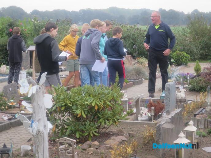 Dolfijn bezoekt Dierenbegraafplaats - Foto: Wim