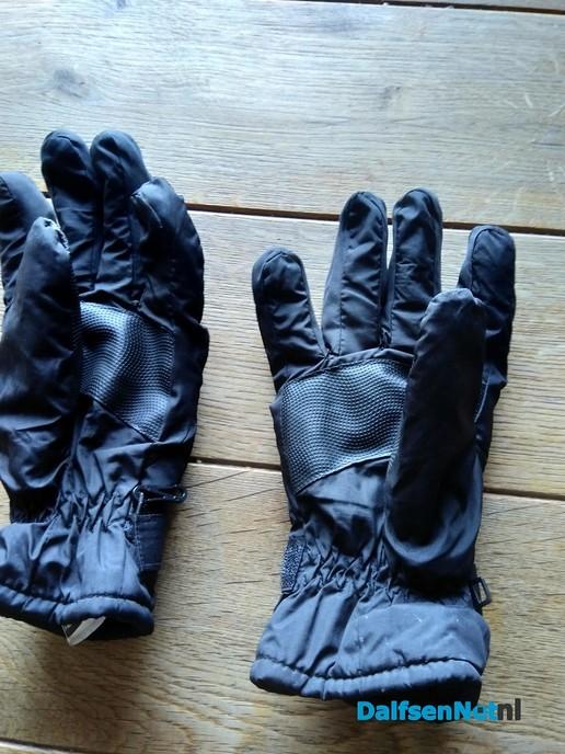 Gevonden een paar handschoenen - Foto: Ingezonden foto