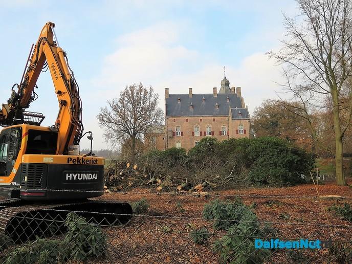 Groot onderhoud rondom het kasteel Rechteren - Foto: Wim