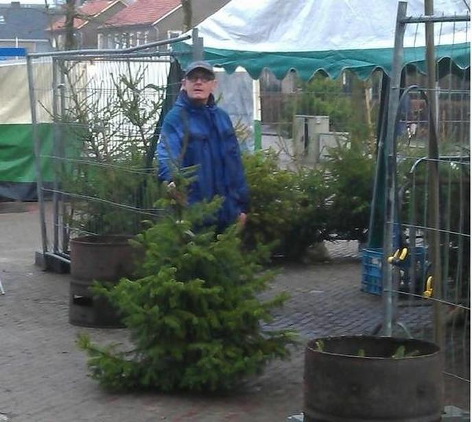 Kerstbomengroep SV Dalfsen weer in actie in het dorp