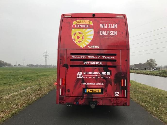 Mooie spelersbus Tophandbal,  zodat ze alle wedstrijden winnen zal - Foto: eigen geleverde foto